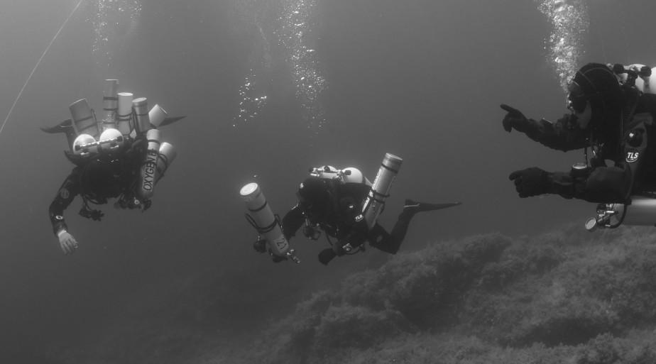 Esercizio passaggio bombole - Paolo Govetto, Flavio Turchet, Paolo Catalani (Foto Simone Nicolini)
