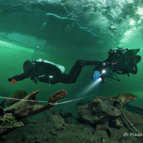 Alex e Flavio  - dumping the rear valve  - Ice dive